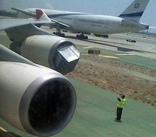 铁制货柜被吸入日本客机引擎