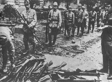 日本关东军缴械投降