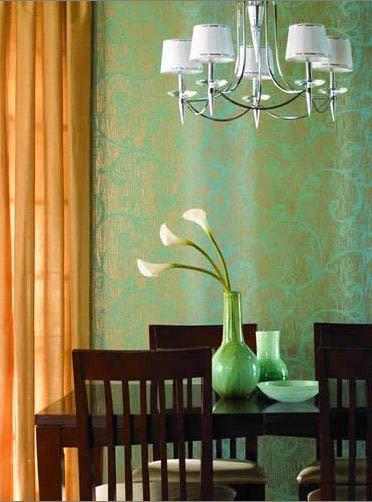 1.不要用蓝色装饰餐厅  蓝色,是一种令人产生遐想的色彩。传统的蓝色常常成为现代装饰设计中热带风情的体现。蓝色还具有调节神经、镇静安神的作用。蓝色清新淡雅,与各种水果相配也很养眼,但不宜用在餐厅或是厨房,蓝色的餐桌或餐垫上的食物,总是不如暖色环境看着有食欲;同时不要在餐厅内装白炽灯或蓝色的情调灯,科学实验证明,蓝色灯光会让食物看起来不诱人。但作为卫浴间的装饰却能强化神秘感与隐私感。