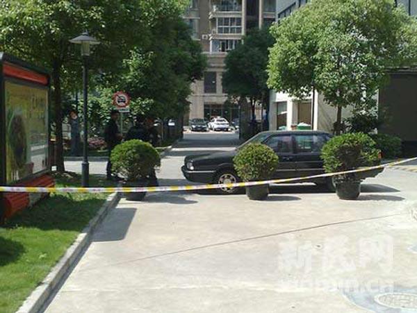 警方已封锁汇丽花园小区门口20米以内区域。萧君玮 摄