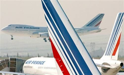 飞机在起飞几个小时后从监控屏幕上消失了.