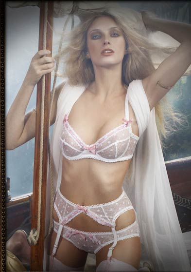 无内衣贴身内衣全透明时装无内衣没穿戴内衣的美女  竖