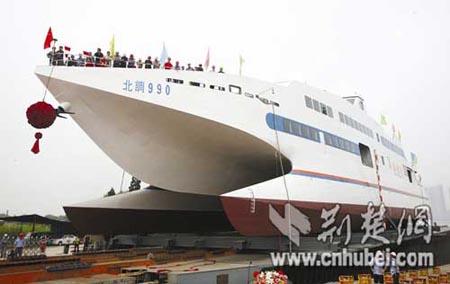 [转载凤凰网]中国最大最先进双体调查船下水 航速达38节(图) - 海马 - 海马博客:海洋诗学的家园