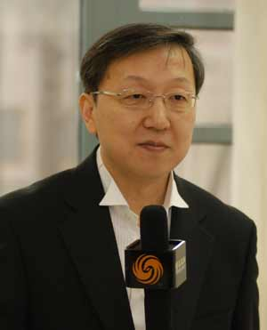 凤凰卫视评论员:郑浩 正在芝加哥做美国大选相关报道