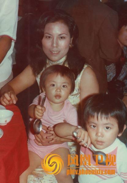 妈妈、我和哥哥