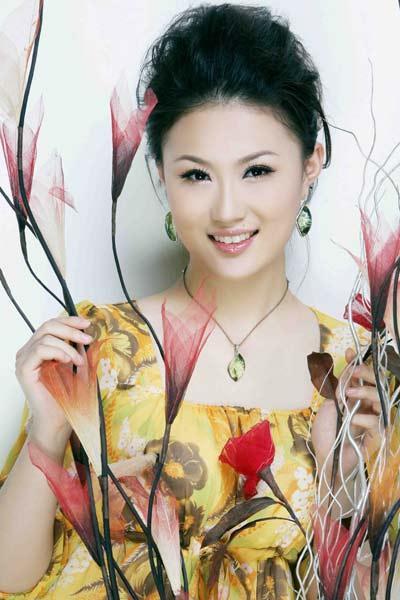 张辛,1988年9月出生于青岛,4岁起学习声乐和钢琴,少儿时期曾获得文