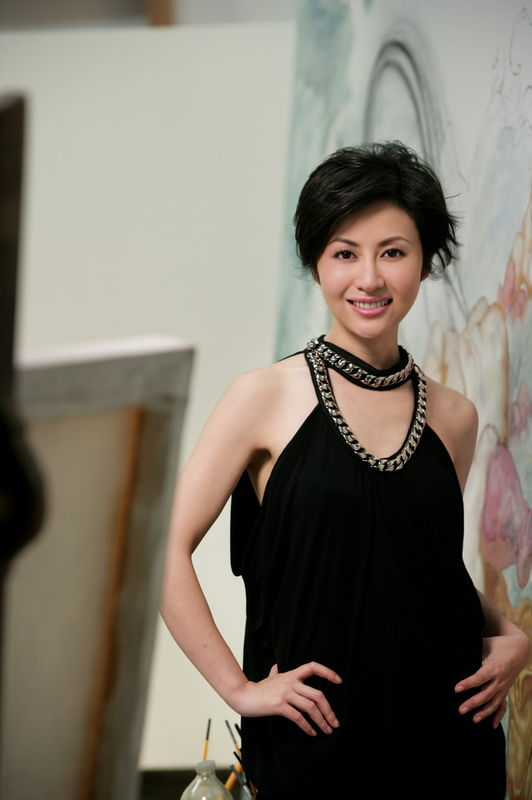 视频打美女主播牌 《中国新闻》面貌一新