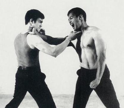 武林高手李小龙的训练照片