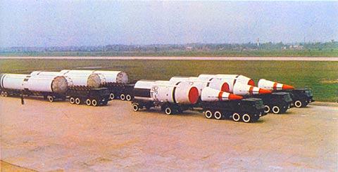 东风-5导弹也采用二级液体火箭发动机,其制导系统采用三轴静压气浮