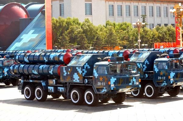 红 9地空导弹方队通过天安门广场