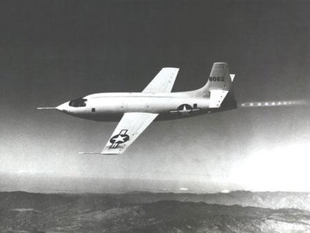 卫星拍飞行中的飞机