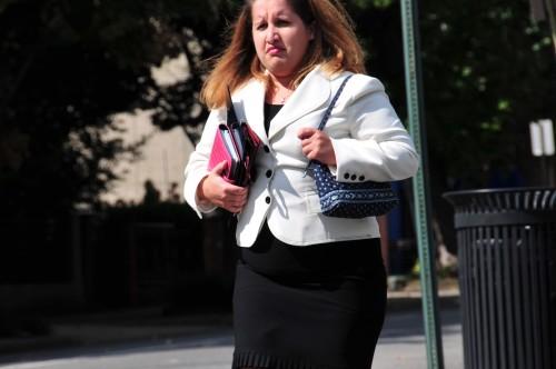 据相关数字统计,体型肥胖的雇员,薪水比正常员工的薪水要少4.5%.
