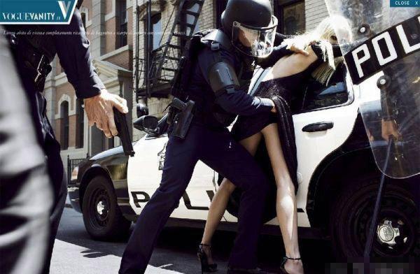 洛杉矶/近日,在网上曝光的一组据称是美国警察扫黄现场的图片引起了...