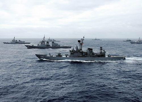 日本准航母首次与美军航母编队联合参加大演习