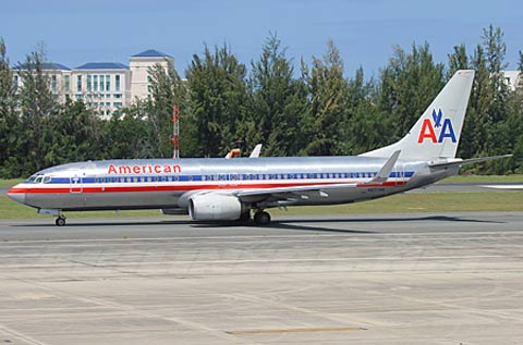 欧美囹n���_资料图:失事的美国航空n977an号737-800型客机
