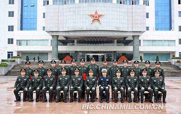 广州军区授予首批高级士官一二级军士长军衔[图集]