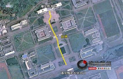 网友通过谷歌卫星地图上指示排队的