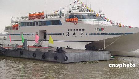 中国首艘双体穿浪海事巡逻艇服役 造价八千万