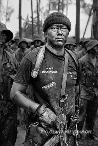 解放军黑白组照 走进精锐特种兵的训练生活