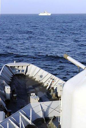 建议造4千吨低配置军舰 导弹两枚即可