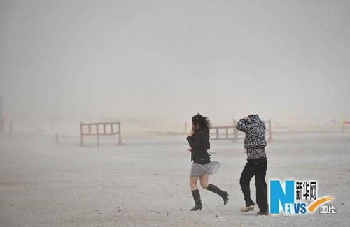 宁夏遭遇大风沙尘天气(组图)