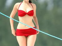 英国最性感女星凯莉-布鲁克 比基尼工作罕照(组图)