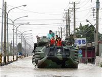 台湾军队投入最新服役的AAV7两栖战车用于救灾