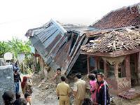 印尼发生7.3级地震[图集]