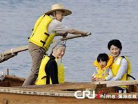 日本天皇携家人海上度假[图集]
