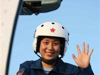 国庆天空最靓丽的风景:驾国产战机的女飞行员们