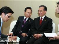 温家宝出席东亚峰会与会领导人工作午餐[图集]