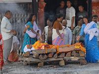 揭秘尼泊尔的焚尸仪式[图集]