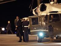 奥巴马向向驻阿美军阵亡士兵敬礼[图集]