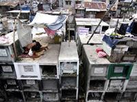 菲律宾穷人在公墓搭棚建房[图集]