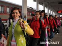 新疆务工人员回乡过节[图集]