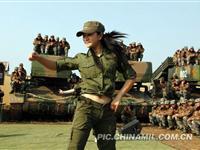 解放军战士业余演出队慰问驻训官兵[图集]