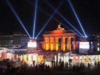 巨型多米诺模型纪念柏林墙坍塌20周年[图集]