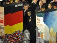 """""""多米诺柏林墙""""被推倒 多国政要现场观摩[图集]"""