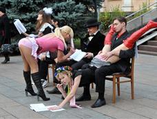 乌克兰女权团体抗议教授性骚扰[图集]