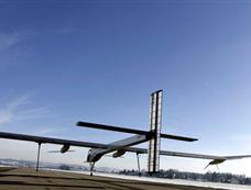 """太阳能飞机在瑞士""""试跑""""成功[图集]"""