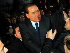 意大利总理贝卢斯科尼遭袭送医[图集]