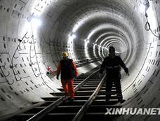 北京地铁大兴线轨道洞体全线贯通[图集]