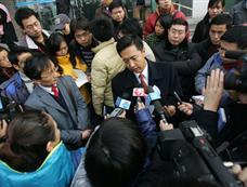 李庄案宣判后辩护律师表示一定上诉[图集]