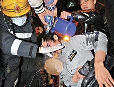 香港九龙发生高空投掷腐蚀液体事件[图集]
