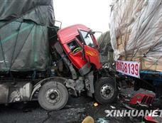 京港澳高速发生多起事故 20余辆车受损[图集]