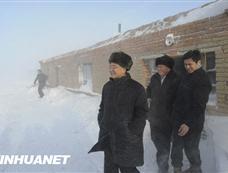 温家宝总理在新疆考察雪灾[图集]