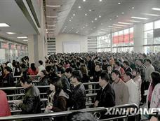 福州火车站迎来售票小高峰[图集]