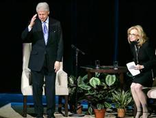 美国前总统克林顿出院后亮相基金会活动[图集]