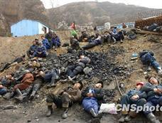 """山西""""3·28""""煤矿透水事故:疲惫的救援人员"""