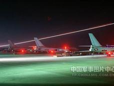 中国数十架新型轰炸机夜间出击实行地毯式轰炸